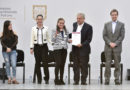 En Plaza de las Tres Culturas, presidente entrega becas y garantiza acceso a la educación